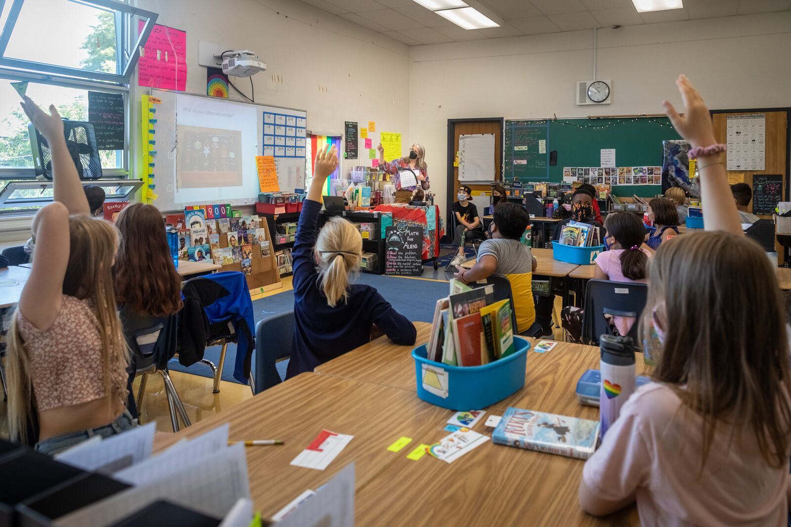 Washington Elementary School 4th grade teacher Dawn Bail instructs class on August 16, 2021. Credit: Kelly Sullivan