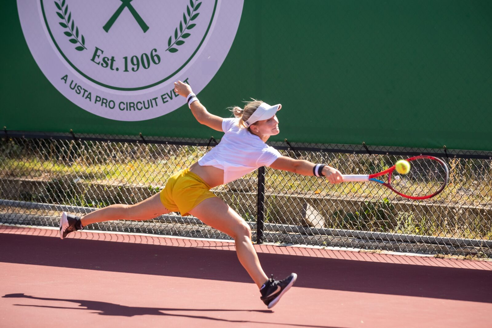 Marcela Zacharias plays in the final round of the Berkeley Tennis Club Women's Challenge tournament on October 3, 2021. Credit: Kelly Sullivan