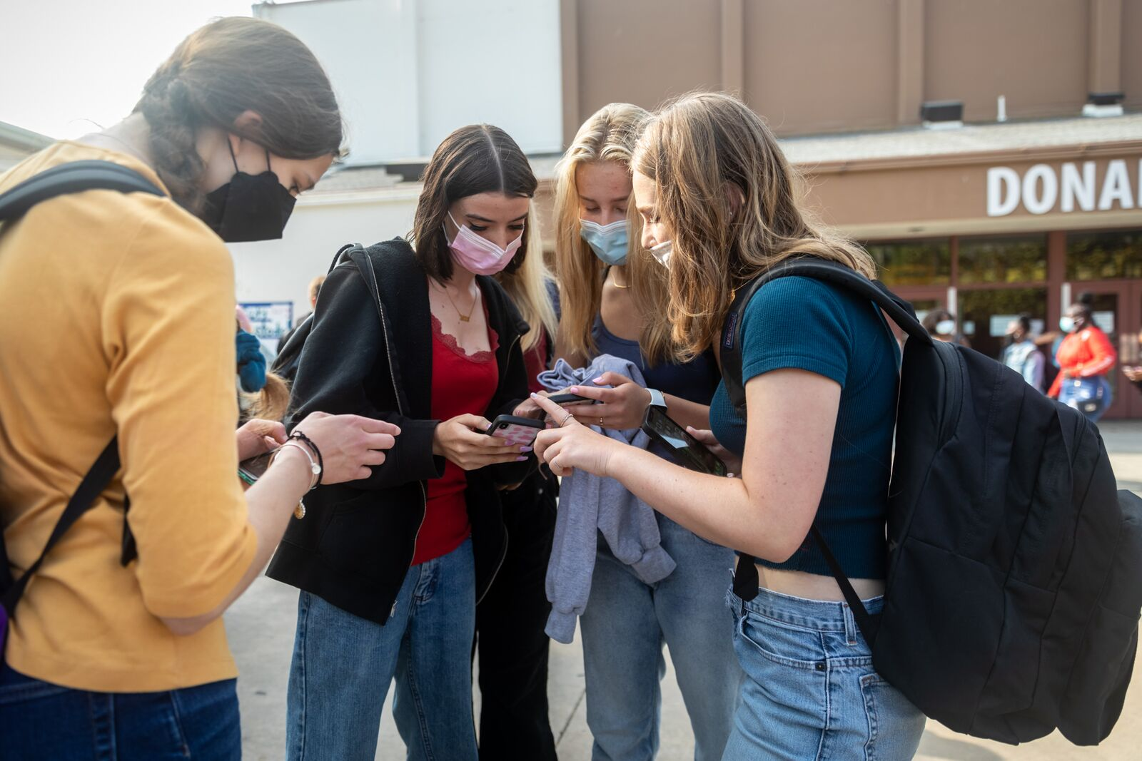 A group of Berkeley High School students compare class schedules  before school begins on August 16, 2021. Credit: Kelly Sullivan