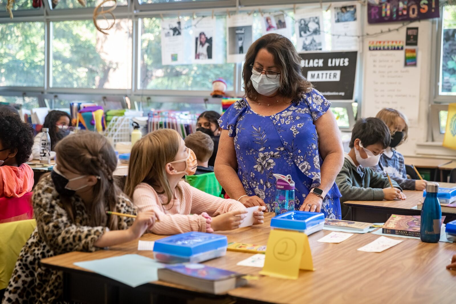 Washington Elementary School 5th grade teacher Mindy Geminder assists students with classwork on August 16, 2021. Credit: Kelly Sullivan