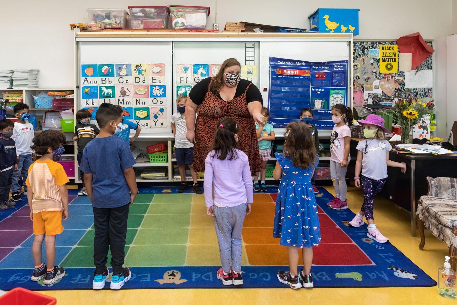 Washington Elementary School kindergarten teacher Ashleigh Talbott plays a getting-to-know-you game with students on August 16, 2021. Credit: Kelly Sullivan